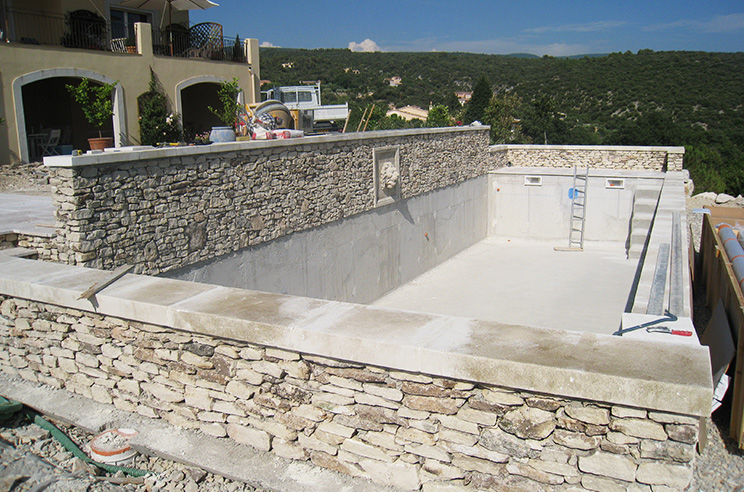Batik construction neuve r novation luberon for Construction une piscine